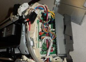 サイドの電装基盤カバーを外しました