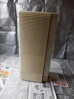 洗浄前の窓枠エアコン ナショナルの場合